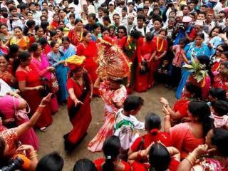 Dauda singing and dancing at Gaura festival