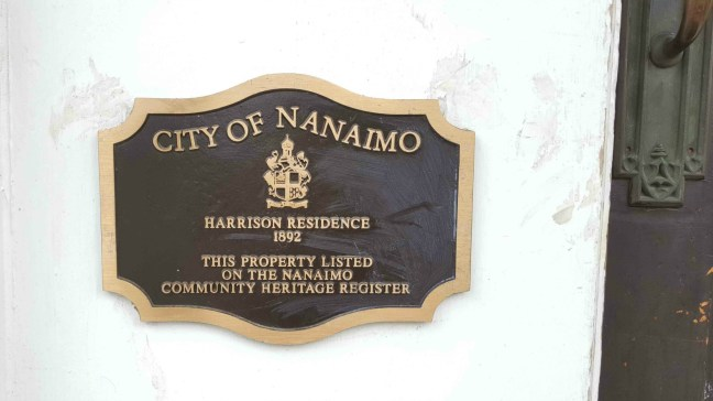 City of Nanaimo Heritage marker at the front entrance of 546 Prideaux Street. (photo by Ashlar Lodge No. 3 Historian)
