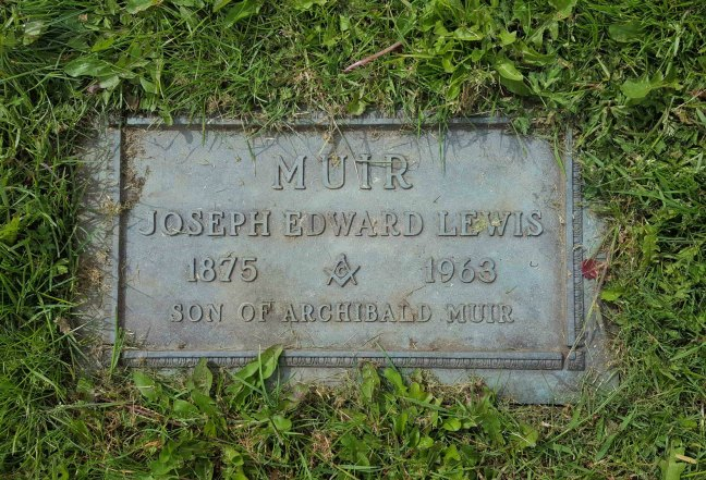 The grave marker of Joseph Edward Lewis Muir, Bowen Road cemetery, Nanaimo (photo by Ashlar Lodge No. 3 Historian)