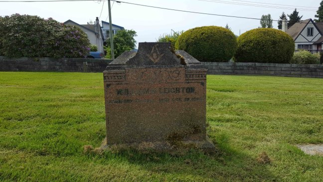 William K. Leighton grave marker, Bowen Road Cemetery (photo by Ashlar Lodge No. 3 Historian)