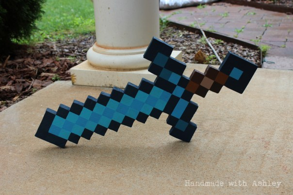 diy_wooden_minecraft_diamond_sword_tutorial (8)