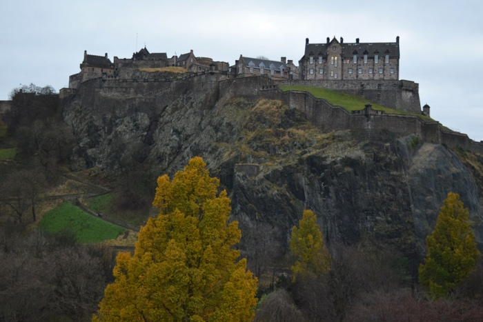 edinburgh-castle-december