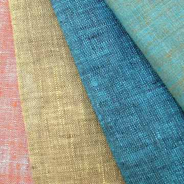 Chambray is a woven cotton fabric that is easy on beginners learning to sew - Sew Me Your Stuff