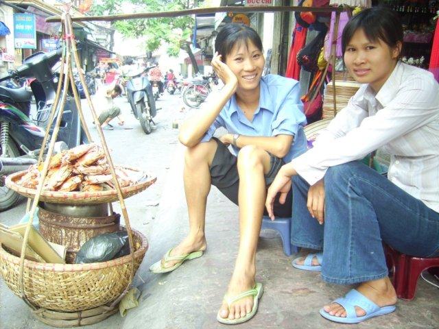 Donna ragazza venditrice ambulante Vietnam foto di Alessio Fratticcioli