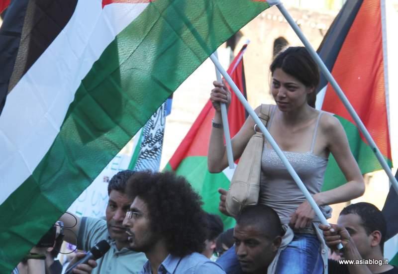 Giovani alla manifestazione. Foto Alessio Fratticcioli