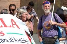 Manifestanti. Foto Alessio Fratticcioli