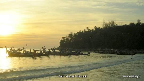 Tramonto spiaggia Kata Phuket Thailandia Foto Alessio Fratticcioli
