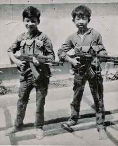 Bambini partigiani vietnamiti, meglio conosciuti come Viet Cong.