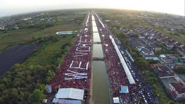 Camicie Rosse a Bangkok contro il colpo di stato.
