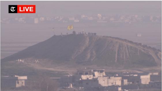 Anche sull'ultima collina sovrastante Kobane, Kaniye Kurda, svetta ora il vessillo curdo e non più la bandiera nera isis