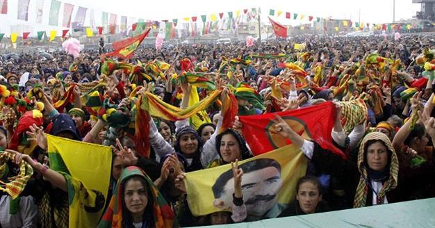 Turchia Ocalan promette pace a 200mila curdi