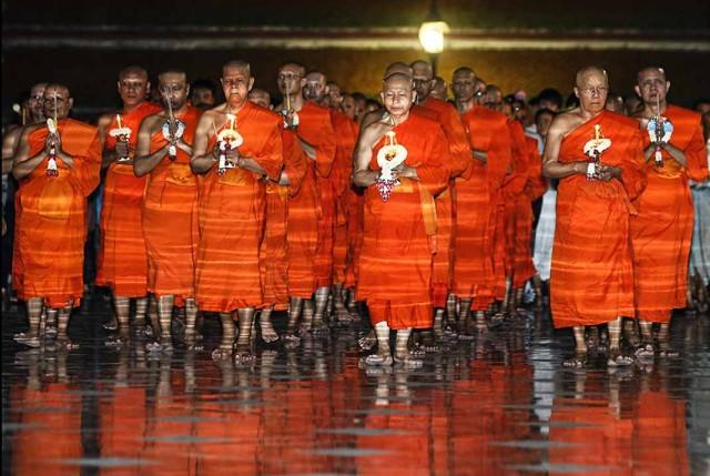 buddhismo-monaci-thailandesi