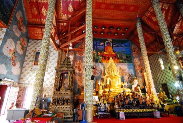 Wat Phra That Cho Hee, interno del Phra Ubosot, comunemente Bot, elemento principale di quel complesso di edifici che formano un Wat