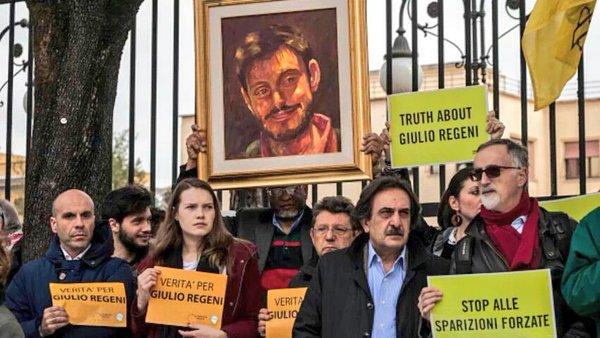 Manifestazione davanti all'ambasciata egiziana di Roma per chiedere la verita' sul caso di Giulio Regeni