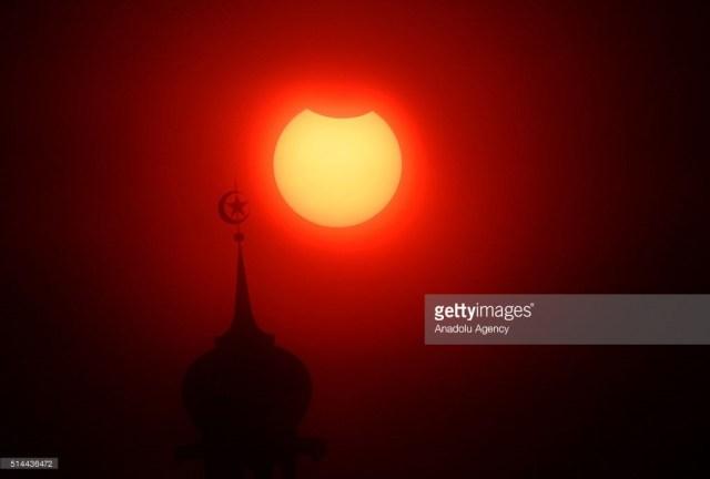 Eclissi solare, uno straordinario spettacolo nei cieli dell'Indonesia, 9 marzo 2016.