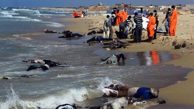 Cadaveri di migranti a est di Tripoli, 25 agosto 2014.