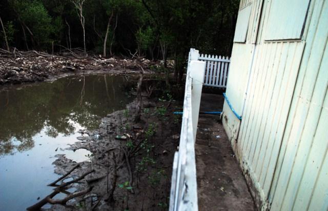 Vista esterna di un bungalow del Bangpu Nature Education Centre - Oltre a contenitori abbandonati, lo scarico delle acque chiare