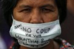 Manifestante anti-colpo di stato.