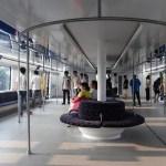L'autobus sopraelevato in corso di sperimentazione in Cina puo' trasportare circa 300 passeggeri.  2 agosto 2016. Foto Luo Xiaoguang/Xinhua