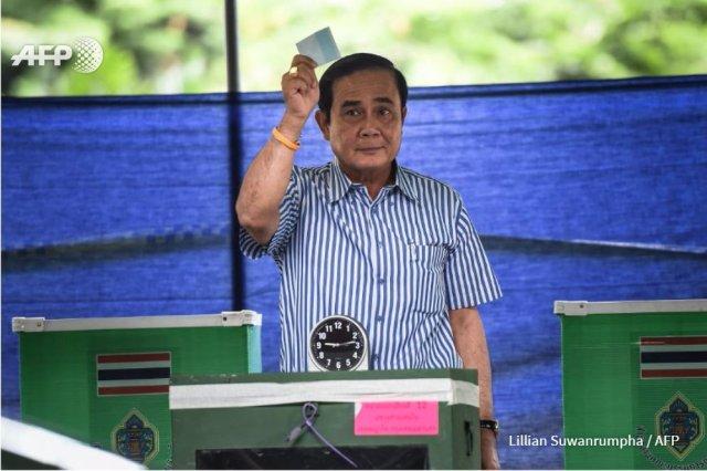 thailandia referendum costituzione agosto 2016 risultati