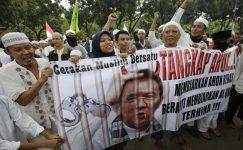Manifestazione musulmana di protesta contro Ahok accusato di blasfemia, Giacarta, Indonesia. Foto AP