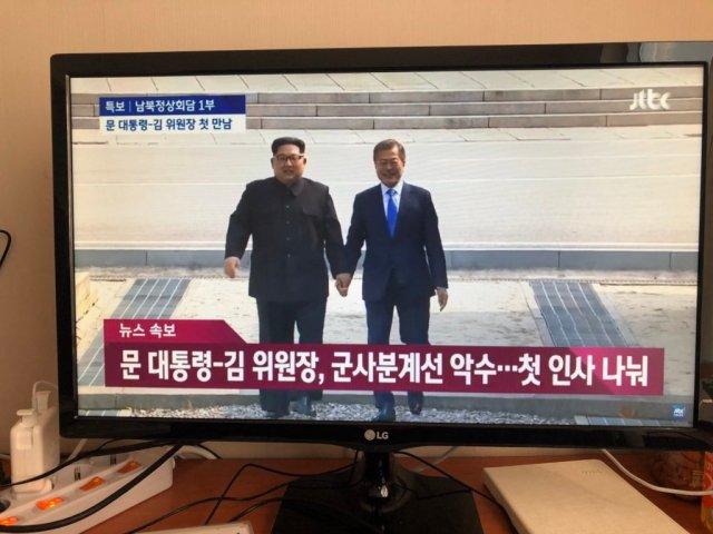 Kim Jong-un attraversa il confine