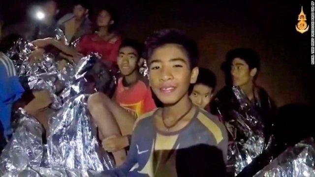 thailandia grotta ragazzini