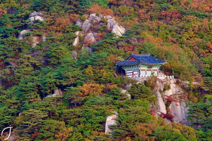 망월사-Mangweol-Temple-in-Korea-682x453