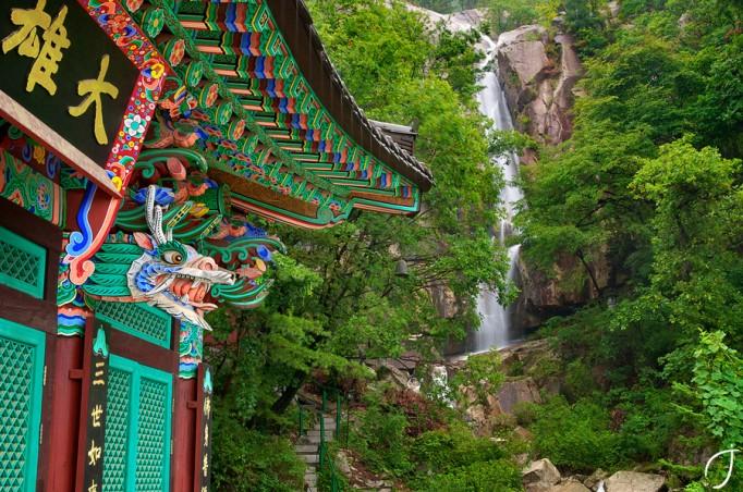 Bulam-Falls-Gyeongsu-Temple-682x452