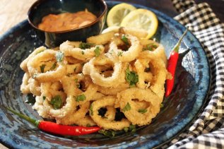 Crispy Calamari with Spicy Dipping Sauce