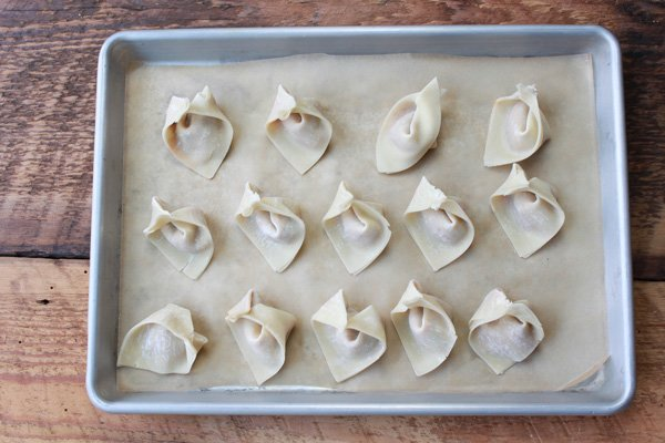 wontons-on-tray_600x400