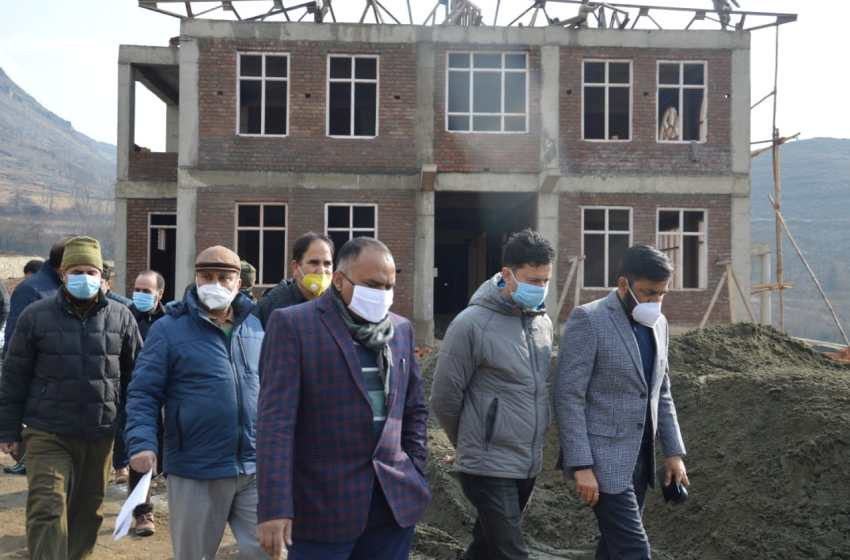 Div Com takes stock of major developmental projects in Pulwama, Anantnag districts