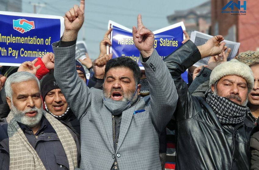 J&K public sector employees, workers federation protest at Press Enclave, demand release of pending salaries
