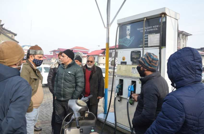 Rs 1.5 lakh fine recovered from petrol pumps, shopkeepers at Srinagar
