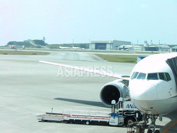 那覇空港。仮に「戦争法案」が成立がすれば、日本の民間空港が軍事利用されるおそれが高まる。 撮影吉田敏浩