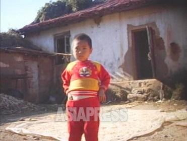 <北朝鮮>「疎開」と呼ばれる農村追放は絶望を意味 山村に数千人規模の「平壌疎開村」も