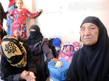 <イラク写真報告>IS支配地域からスンニ派住民の脱出急増 近くモスル奪還戦か(写真8枚)