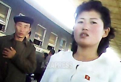 <北朝鮮写真報告>マスコミが絶対に行けない裏通りで働く女性たちの姿(写真4枚)