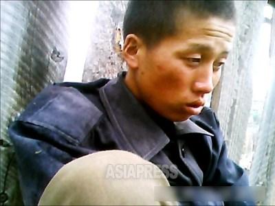 <写真報告>朝鮮人民軍兵士たちの素顔(7) 深刻な部隊内のいじめ撮った 軍服はぎ取り、蹴りに殴打(写真4枚)