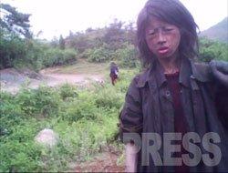 김동철 기자가 평안남도 취재 중에 만난 여성 꼬제비. 김기자의 취재에 의하면 이 여성은 23살로 부모가 '화폐교환'에 의해 장사하기 힘들게 되자, 집을 팔고 '가족 꼬제비'가 되었으나 부모가 사망해 여성 혼자 방랑생활을 하고 있었다. 촬영 5개월 후인 10월에 옥수수 밭에서 사망해 있는 것을 발견했다고 한다(2010년 5월 촬영).