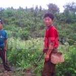 (참고사진) 농민들은 오래동안 정권과 농장관리들의 수탈을 받아왔고 북한 사회의 최하층에 위치하고 있다. 사진은 평안남도의 농민들. 2010년 6월 김동철 촬영(아시아프레스)