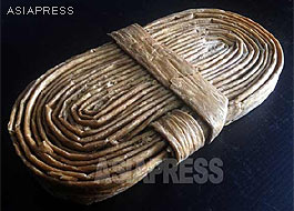 "A coil of the dried ""artificial meat"" known asinjokogi. For the preparation of cooking, it should be steeped in water for about half an hour at least until it soaks up enough water and becomes soft. Our North Korean reporter Kim Dong-cheol smuggled it out to China in 2011.ASIAPRESS"