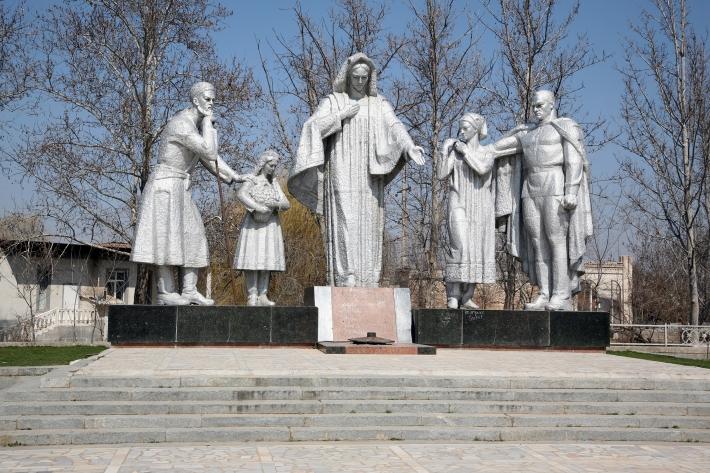 Снесенный памятник в Гулистане
