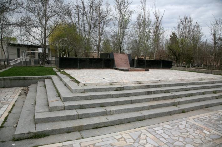 Место снесенного памятника в Гулистане