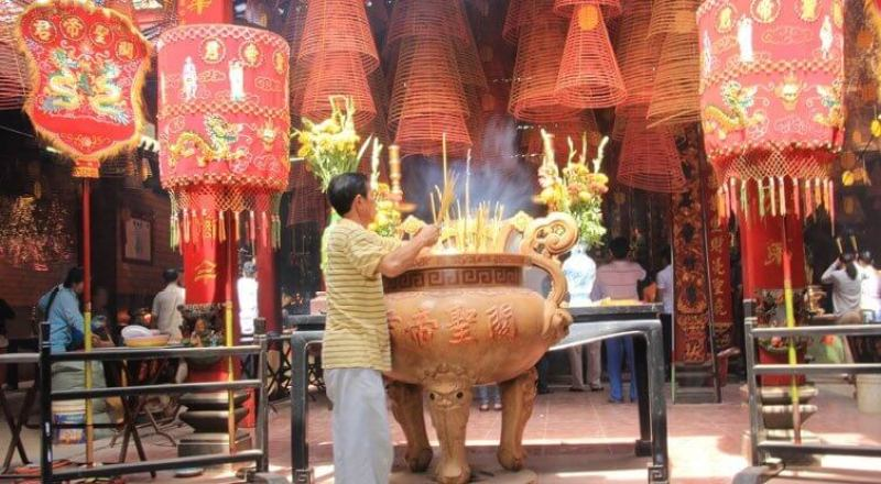 Ong temple attracts many tourists to worship every day