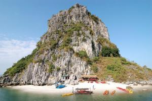 Halong Bay for the Adrenaline Junkie