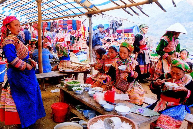Can Cau Market - a gathering place for Sapa ethnic groups