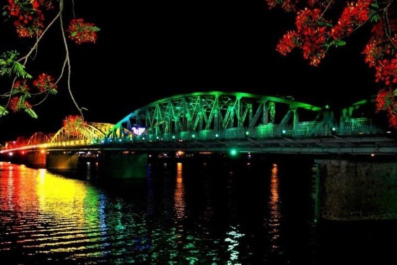 Trang Tien Bridge at night with many colors