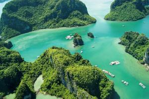 7 Reasons to fall in love with Halong Bay