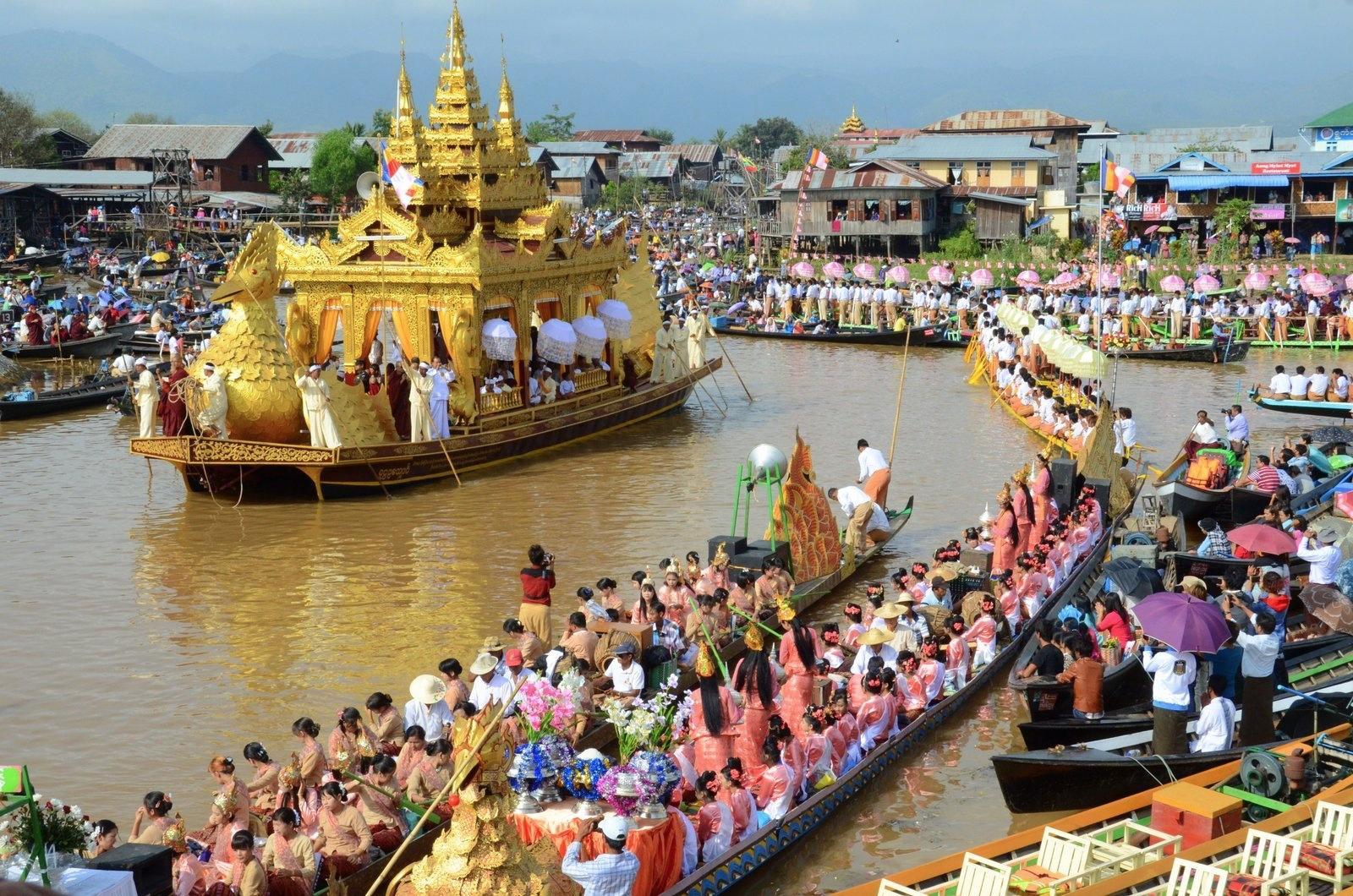 in-Phaung-Daw-Oo-Festival